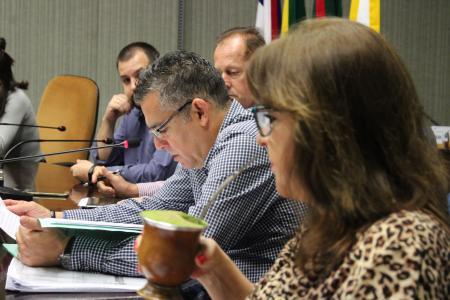Vereador Mozart Lopes conduziu a reunião das Comissões desta quinta-feira, dia 3