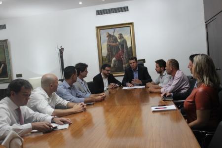 Presidente Lorival Silveira e prefeito Marcelo Caumo participaram, na manhã de hoje, de audiência com o presidente da Assembleia Legislativa, deputado Ernani Polo.