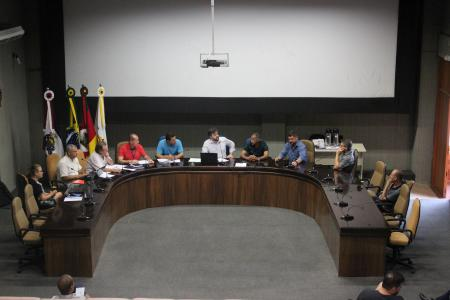 O presidente da Comissão de Finanças e Orçamento, vereador Carlos Eduardo Ranzi (MDB) conduziu a reunião desta terça-feira, dia 18.